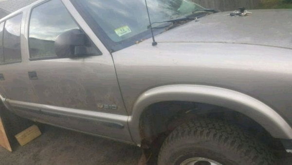 03 Chevy S10 For Parts