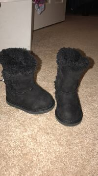 pair of black fur lined snow boots Alexandria, 22312