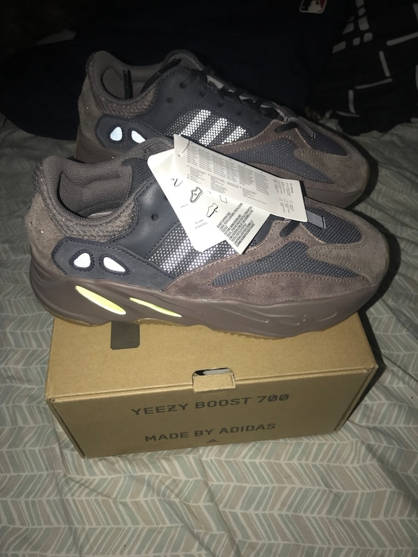 73b6a44a83835 Used Deadstock Yeezy 700 box price for sale in New York - letgo