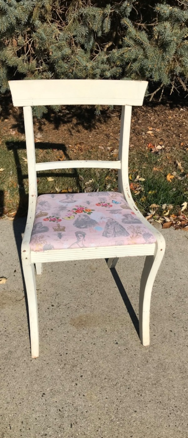French country shabby chic chair e679f494-222a-4bb7-b947-ed0a82e59066