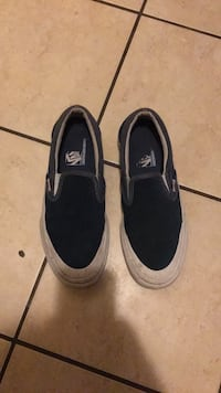 Pair of navy UltraCush vans sneakers Los Angeles, 91316