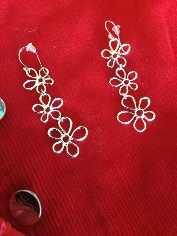 Sterling Silver sassy long floral earrings / Beautiful shine 3 flowers connect  4588b806-c30e-470c-9d1d-87337ca6e4f6
