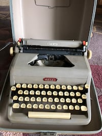 Royal Quiet Deluxe Vintage Typewriter Rockville, 20853