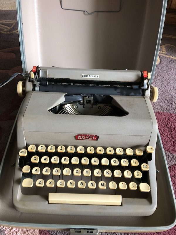 Royal Quiet Deluxe Vintage Typewriter