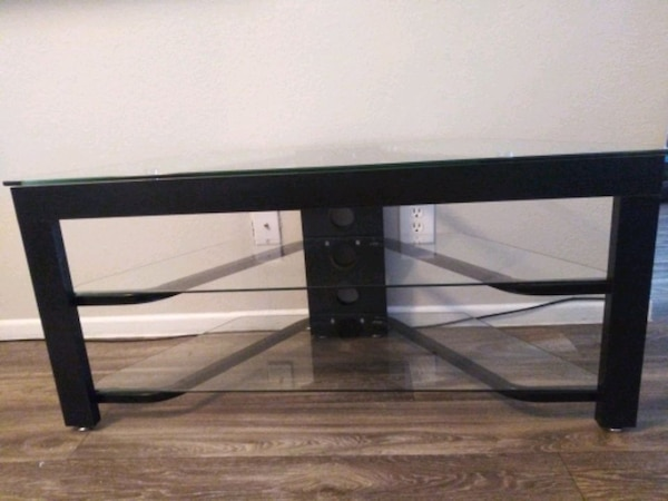 (Or best offer) 3 Level Glass & Oak TV Stand 5a4f1060-7152-41a5-b1d9-9856bb934e17