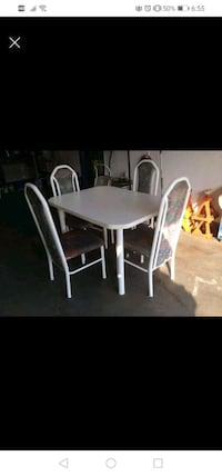 White solid  mélamine table and 4 chairs