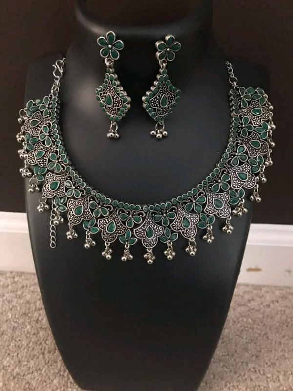 Green stone oxidized set necklace and earrings 0944cf72-081f-4595-b5d9-c8468bb392d7