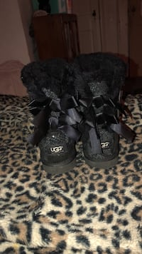 UGG Bailey Bow boots size 7 Pinetops, 27864