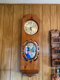 Wall clock - good condition - Smoke free home - maple finish Gettysburg, 17325