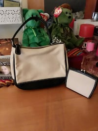 Small coach bag with matching change purse Medway, 02053