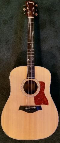 Taylor 210 Beautiful Acoustic guitar CLERMONT
