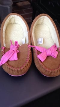 Little girls Western Chief slippers Johnstown