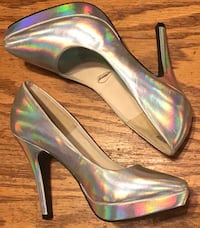 Size 7 Shoes - $20 null, T7X