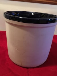 Mountainside Stoneware Crock Virginia Beach, 23456