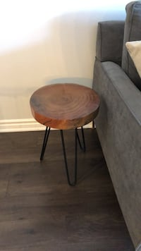 round brown wooden side table Milton, L9E