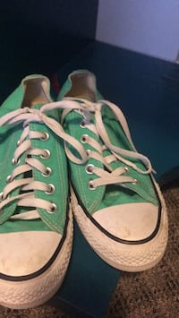 Converse size 8.5 woman's 6.5 mens Abbotsford, V2T