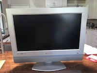 """26"""" tv with articulating wall mount 859 mi"""