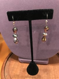 Very Pretty Handmade Crystal Stone Earrings Gainesville, 20155