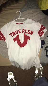 white and red True RLGN crew-neck shirt