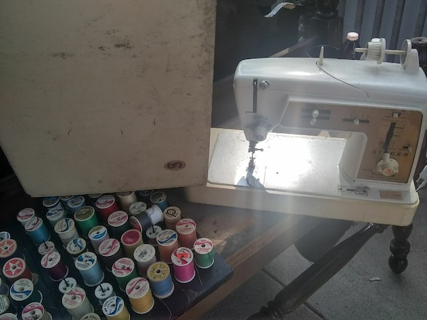 Used Sewing Machine And Thread For Sale In Wichita Letgo Gorgeous White Sewing Machine Model 1265