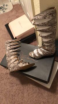 REPORT SIGNATUR: Women's brown/tan SNAKE SKIN leather gladiator sandals Hyattsville, 20784