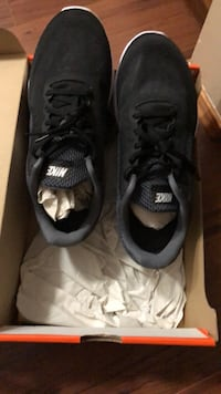 Brand new men's Nike 8.5 wide black shoes