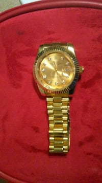 round gold-colored chronograph watch with link bracelet Arlington, 76014