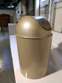 Gold small trash can Louisville, 40207