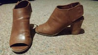 women's pair of brown leather peep toe chunky heels Dallas, 28034