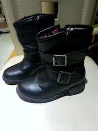 pair of black leather boots Montreal, H1Z 3L2