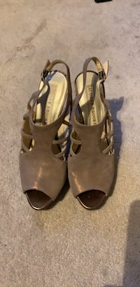 Shoes Five inch champagne colored shoes Yeadon, 19050