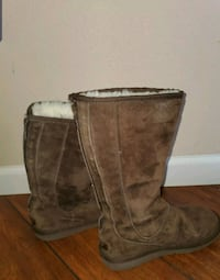 UGG Australia UGGS Tall brown boots with zipper Size 6 Vancouver, 98686