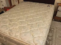 Spring Air Back Supporter Queen Pillow top mattress and matching boxspring Farmington Hills, 48331