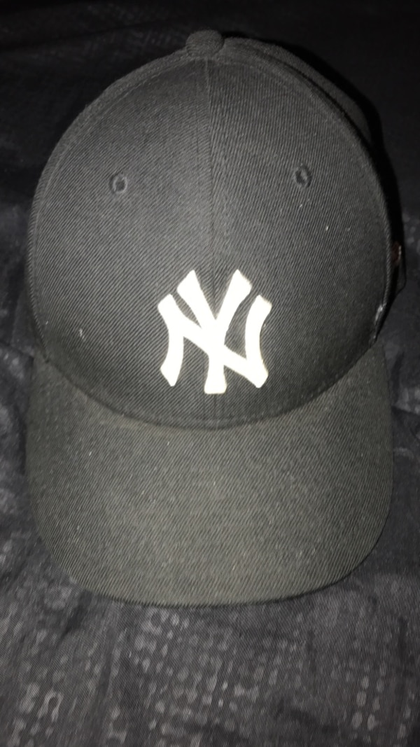 3f093860c5fbb Used black New York Yankees fitted cap for sale in Corona - letgo