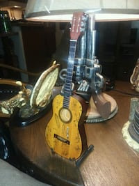 Miniature Guitars axe Heaven real. Wood awesome det