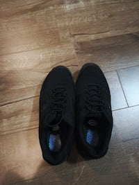 pair of black low-top shoes Levis, G6C 1N6