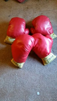 Play Boxing Gloves  43 km