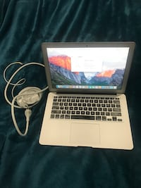 MacBook Air Late 2017 13 inch i5 8GB Ram 256 SSD Like New (Battery cicle 25) Riverdale, 20737