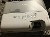 Epson projector almost new  Weslaco, 78596