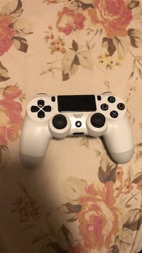 white Sony PS4 game controller Toronto, M1K 4T5