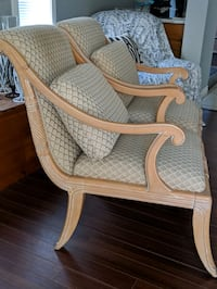 x2 Accent Chairs Mission, V2V