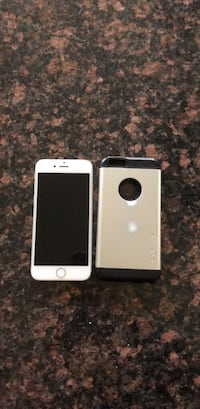Silver iphone 6 with case 16g unlocked Kitchener, N2C