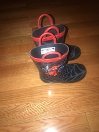 Spider Man rain boot, Size 8 Toddler