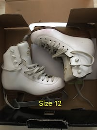 pair of white-and-black inline skates Richmond Hill, L4B 2Z9