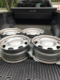 "17"" 2011 Ford factory rims with center hubs"