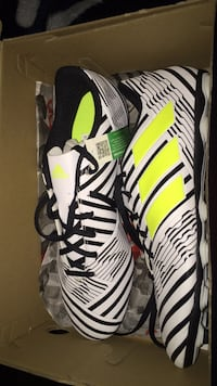 Soccer Shoes Size 9 1/2 Silver Spring, 20902