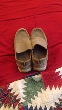 Pair of brown suede slip-on shoes Akron, 17501