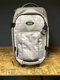 Valise oakley Carry On Roller.    Boisbriand, J7G 1W1