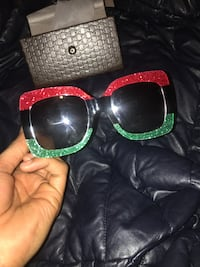 Black and red gucci glasses for girls  Eastpointe, 48021