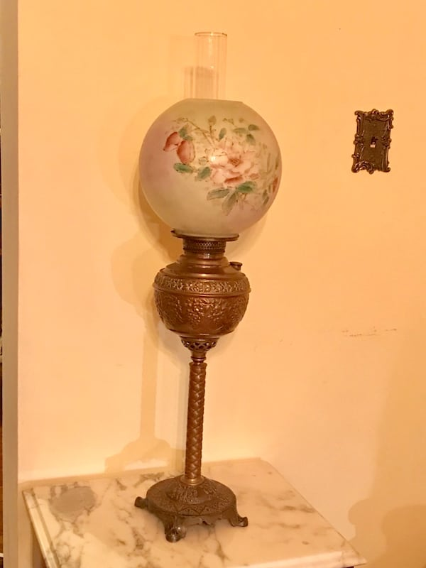 Antique parlor lamp (oil) 8e1d8107-b17d-494f-a71a-0b16571ae6e7